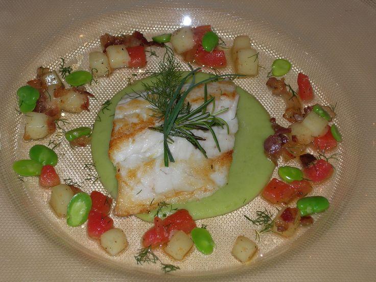 """Creazioni dalla cucina del ristorante """"Le Grotte"""".  Il pesce in una veste nuova e colorata grazie alla fantasia e alla creatività del nostro chef!! Ottima idea per un #impiattamento originale."""