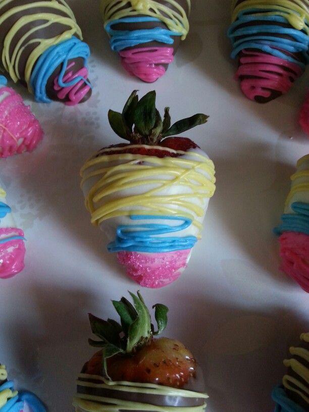 Chocolate Covered Rainbow Strawberries | Love Bakes Good Cakes |Rainbow Chocolate Covered Strawberries