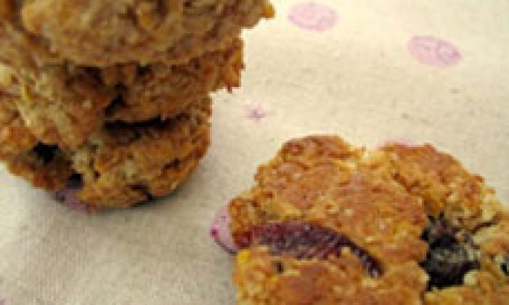 This yummy biscuit recipe takes a favourite cereal and turns it into something special as a treat for a lunch box or an after school snack. Cornflakes, fruit and spices combine to make something very moreish. One will never be enough!