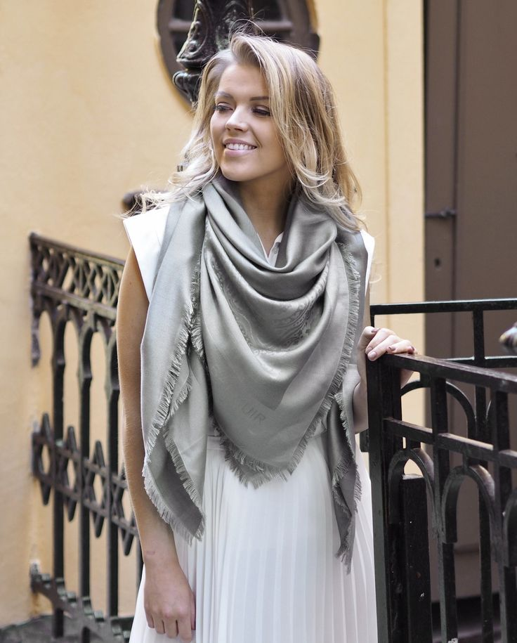 Marchese scarf, 140x140cm, light grey
