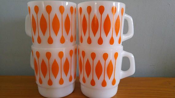 Set of 4 Termocrisa mid century modern mugs! Great vintage condition All mugs are shiny, no DWD Hard to find geometric pattern