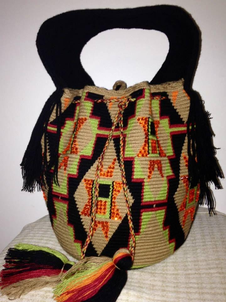 KALE´VES. Bolso Wayuu 100% hecho a mano por los indígenas Wayuu. tumawayuu@gmail.com. Wayuu Bag 100% hand made by the Wayuu Indigenous Community of Venezuela/ Colombia