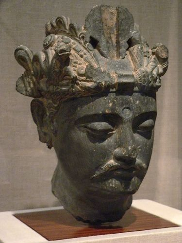 Kushan Period. Head of a bodhisattva (or siddhartha ?) Pakistan. San Diego Museum.