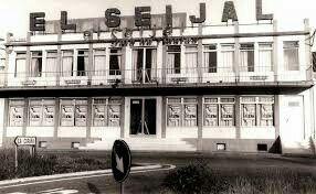 El Seijal de San Pedro de Nos no era un escenario de orquestas, era un templo del ocio, un lugar venerado por varias generaciones. Era la madre de todas las salas, donde la ciudad de A Coruña se concentraba para disfrutar de los grandes del momento.  Por este escenario barroco pasaron el Dúo Dinámico, Raffaela Carrá, Los Brincos, Lluis Aguilé, Los Ilegales, Nino Bravo y Raphael, Pucho Boedo,  Joan Manuel Serrat en 1972, ...