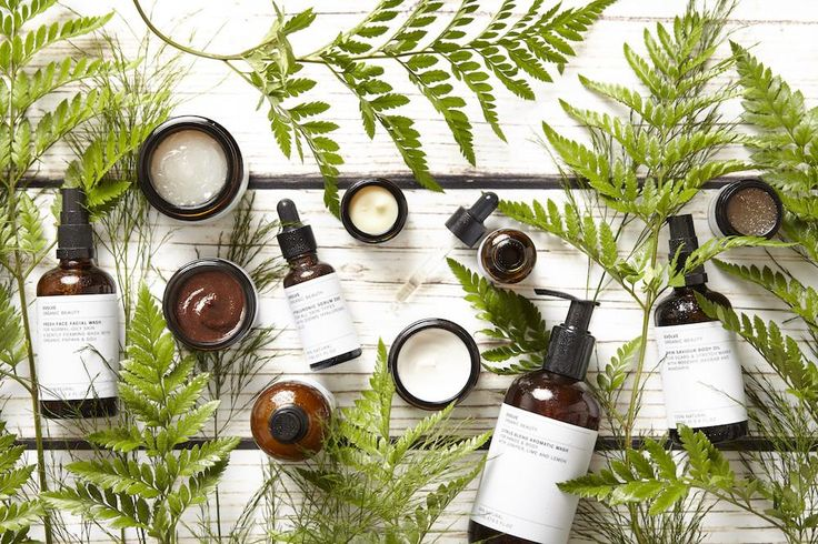 Streamline your luggage and avoid that dreaded excess baggage charge with these mini travel essentials from Evolve Beauty | Natural Skincare, Made in the UK