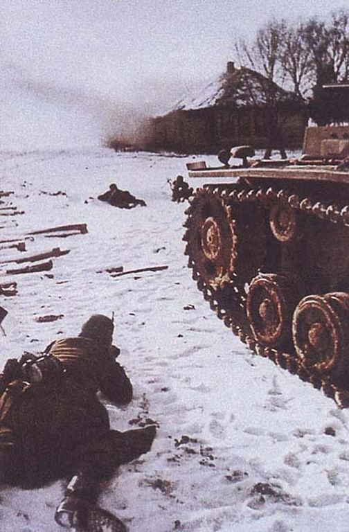 German World War 2 Colour Infantrymen In Russia Protecting The Tank