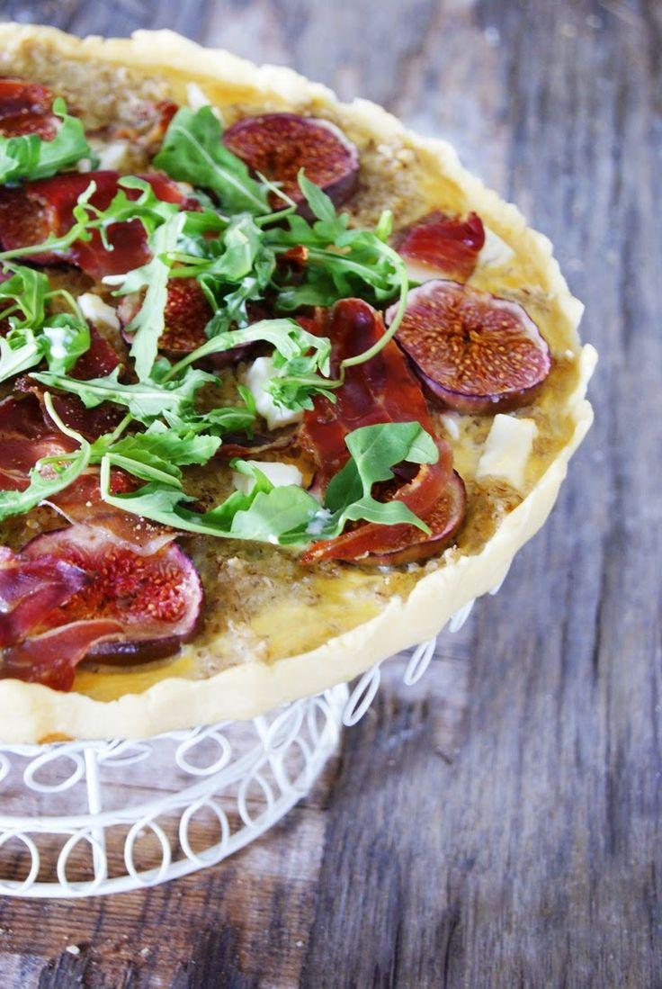 Wielki apetyt: Tarta z figami, kozim serem, kaszą i szynką Serran...
