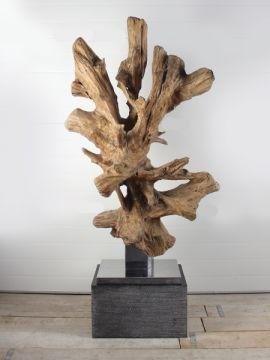 Ornament Teakhout op RVS voetplaat 63 GJ. Mooi en discreet voor zowel binnen als buiten in uw achtertuin. De urn kan worden geplaatst in een holle sokkel. Zie ons gehele assortiment op onze website https://www.gedenkornamenten.nl/houtsculpturen. Neem bij vragen gerust contact met ons op.