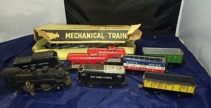 Marx Wind Up Train Set tin New York Central NYC Lehigh Valley Lot Rare    Very rare set of trains here.     The wind up train does work, it feels like plastic , it says Mar lines 198 on it, which is a marx. The new york central , all black, says marx in bottom and feels like plastic as well.    All other trains are tin and have a few different connection styles. Includes track, all curved with box.    Please inspect photos for more information.     Thanks and be sure to check out all our…