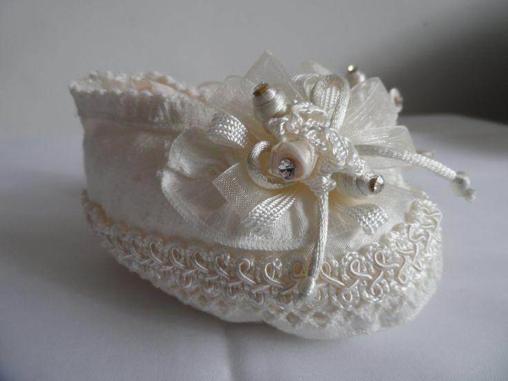 ¿y si los zapatos también hicieran juego con el ropón? www.lucagobbi.com #Accesorios #Bautizo