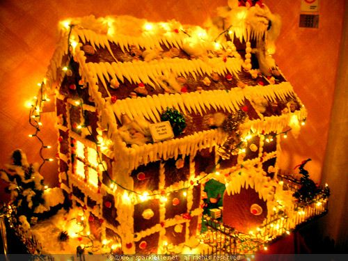 20 Gingerbread Houses That Are Too Amazing To Eat