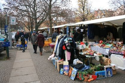 """The """"Mauer-Park-flea-market"""" isn`t the only """"sunday-flea-market"""" in Berlin. The flea market next to the Marheineken Halle is smaller and not as crowded but still it`s worth a visit. It also only takes place on sundays."""