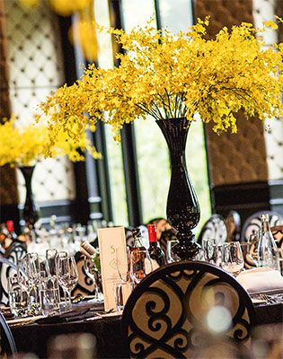 One type of flower made a statement at this real wedding. Image: GM Photographics