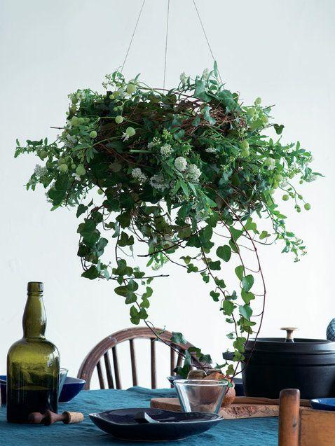 【ELLE】お互いの個性を引き立てる3輪の花でミニ・アレンジ|毎日のテーブルに花を!|エル・オンライン