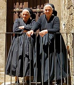 Abruzze nonne in Scanno. What are they doing that's so cool by the way? Being Italian grammas. Nuff said.