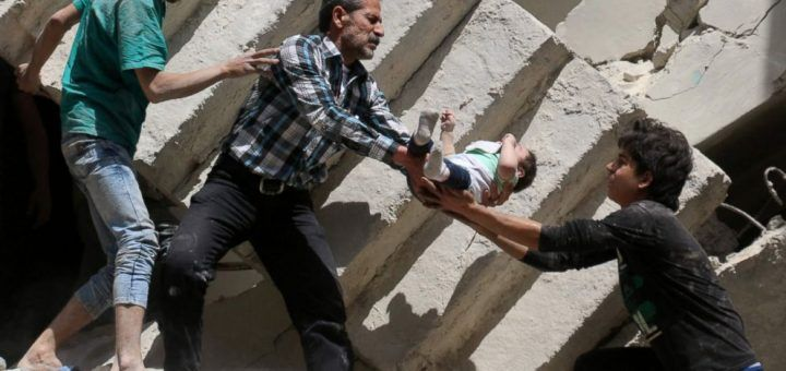 """100.000 сирийских детей находятся под варварскими  бомбардировками... http://uinp.info/important_news/100000_sirijskih_detej_nahodyatsya_pod_varvarskimi__bombardirovkami_rossii  На Алеппо были сброшены бочковые бомбы, зажигательные боеприпасы и бетонобойные бомбы, заявил спецпосланник ООН де Мистура. Прошедшую неделю он назвал одной из самых кровавых за все время конфликта в Сирии, пишет """"Немецкая Волна"""".Около100 тысяч детей на востоке Алеппо находятся в опасности, заявилпредставитель…"""