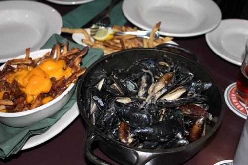 Check out what you can eat at Schlafly Brewery in St. Louis. Poutine (fries covered in gravy and cheese curds) and bacon and blue cheese mussels. Put that back with a pint. Growl.