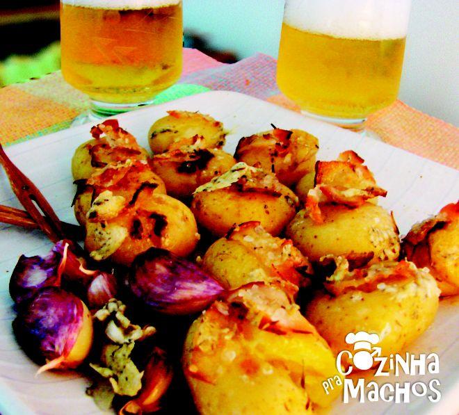 Batatas com cerveja  http://cozinhapramachos.wordpress.com/2013/06/20/batatas-com-cerveja/  #cerveja #batata #cozinha #culinária #receita