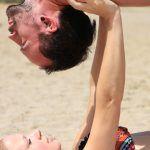 Acro Yoga ist eine spielerische Form des Yoga. Yoga und Akrobatik kommen zusammen und werden zu einem ganz besonderen Erlebnis.