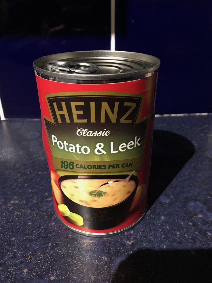 Heinz Classic Potato and Leek tinned soup. Made in England. Front of can view. Photograph by author.