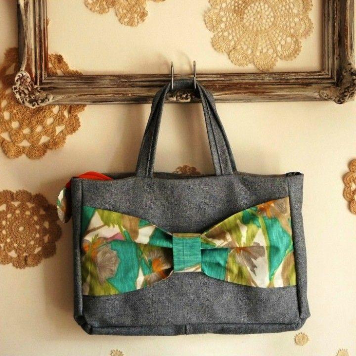 Recuperando textiles que aparecen en el taller...mágicamente para ser combinados según gustos particulares de cada un@...  Con cierre y bolsillo interno  Estas imágenes son ilustrativas de maletines ya con dueña.  Hacemos el tuyo personalizadísimo..