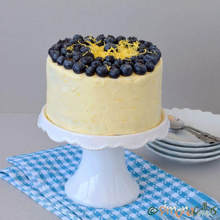 Tort cu lamaie si afine Acest tort e un deliciu. Dulce-acrişor, dens şi rafinat, e potrivit în orice perioadă a anului, dar poate mai ales vara...
