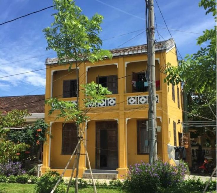 House in tp. Hội An, Vietnam. A individual house with 2 separate floors,  ( 1 room in each floor) In in front of the river, 5 minutes walking to the market, very quiet. It's fully furnished with kitchen, 4 beds, a WC and a balcony with the river view.  We have 2 spaces. Downst...