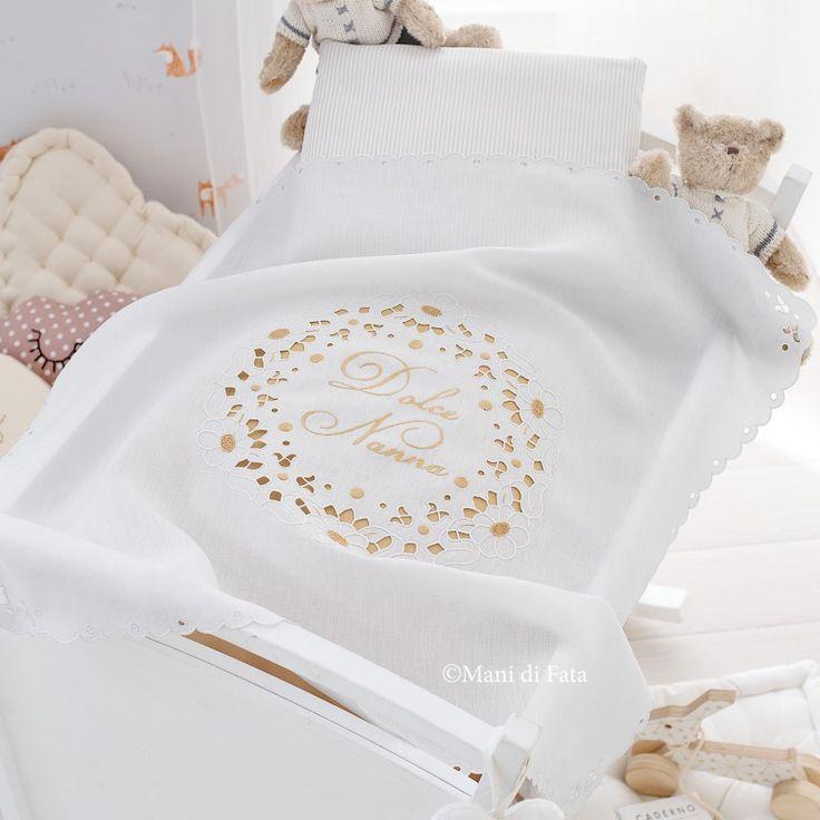 Lino bianco disegnato e occorrente, 6 cotone da ricamo del numero 16 e 4 matassina di cotone mulinè per realizzare la copertina culla ad intaglio.