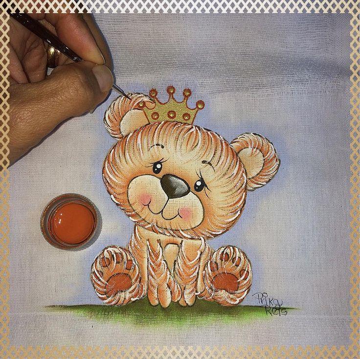 Trabalhando ✍️ . Pintura by Prika Reis Artesanato. . #prikareisartesanato #artesanato #handwork #pinturaemfralda #principe #ursinho #bebemenino #babyboy #incomfral #Acrilex #arte #babybr #forbaby #acrilexterapia #diapers #boy #likesforlikes #pinctoretigre #feitoamao #euquefiz #pinceistigre #kids #prince #instapaint #instababy #brarts #br_prikareisartesanato_at #ideiafixa #arteemtecido . .