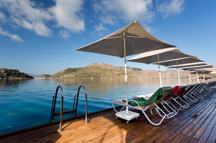 TYMNOS HOTEL   Türkiye'nin güneybatısında yer alan Bozburun, muhteşem güzellikteki koyları, körfezleri ve şirin köyleriyle dokunulmamış bir güzellik. Yazın Tymnos Hotel'in özel iskelesinden Ege'nin mavi sularına kendinizi bırakabilirsiniz.