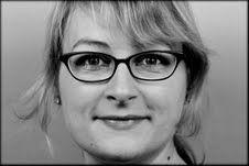 """Interview zum Thema """"Social Media Karriere"""". """"Heute sprechen wir mit Alena Kotter. Die Kommunikationswissenschaftlerin verantwortet die Social Media und Online Kommunikation der Sparkasse Hochrhein. Alena Kotter, die selbst über ein soziales Netzwerk an ihrer jetzige Position gelangt ist, spricht über ihre zentralen Aufgaben und Herausforderungen bei ihrem Arbeitgeber.""""  #socialmediamanager #smm #karriere"""