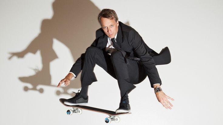 Para la película Michael J. Fox tuvo que pasar una semana aprendiendo a mantener el equilibrio sobre la patineta, bajo el asesoramiento de un grande del skate, Tony Hawk, quien en un principio iba hacer su doble en algunas escenas sobre la patineta, pero era demasiado alto así que contrataron a otro para hacer de doble de Marty.