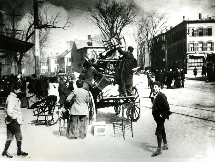 People packed chairs and other furniture as they loaded their cart ahead of the billowing smoke seen in the distance. More than 15,000 people were left homeless by the Great Chelsea Fire of 1908.