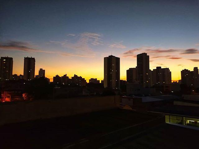 Nasce Um Novo Dia: Nasce O Sol Para Um Novo Dia Para Uma Nova Oportunidade