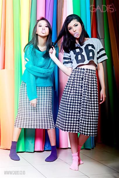 Midi houndstooth skirt for your cutie hangout time!