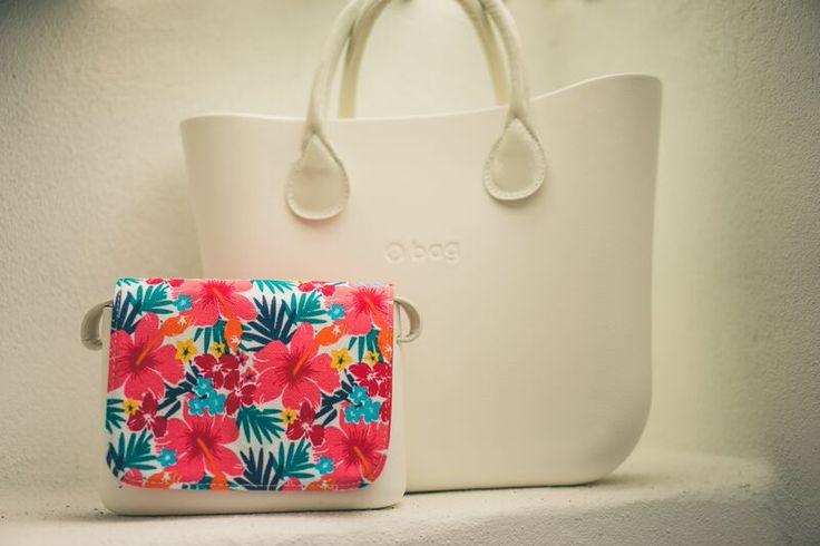 O bag standard white and O pocket with Hawaiian flap