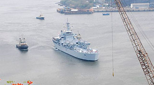 #Hudhud in #Vizag: Navy repairs base http://goo.gl/IlfKdk  #Vishakhapatnam: The #Indian #Navy is assessing and repairing its base here damaged by cyclonic storm #Hudhud, an official said Monday.  @Indian Navy
