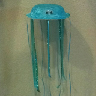 Jellyfish craft with a paper bowl and ribbon! Perfect for our trip to the aquarium...