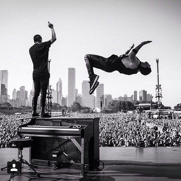 Fall Out Boy Iphone Wallpaper Lyrics Twenty One Pilots Backflip Chicago Events Twenty One