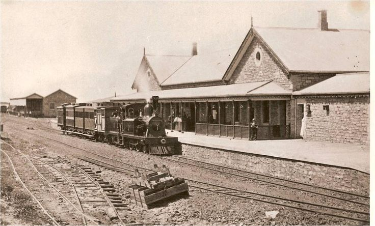 "GRAHAMSTOWN Railway station 1890s.jpg (1200×725) ""The station could be developed as a trendy visitors' centre that can be run by a group of well-trained new entrants to the economy. Young entrepreneurs could be given the opportunity to open up a range of businesses, not to mention the number of arts and cultural organisations in the city that are looking for studio space."