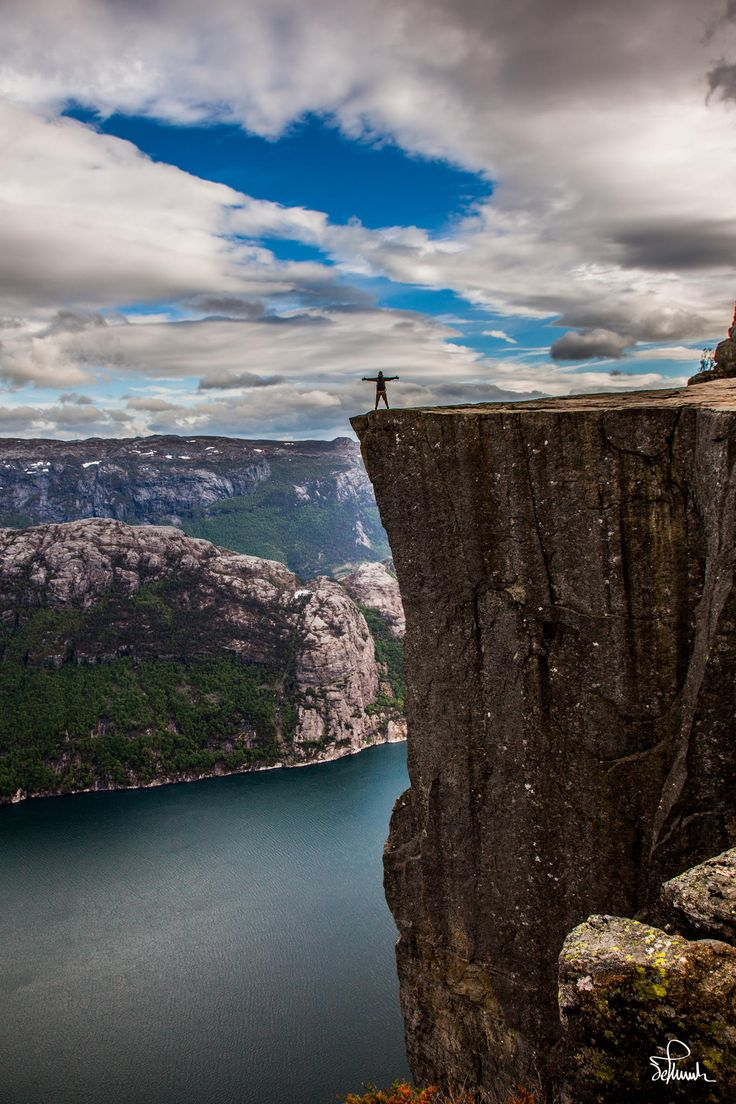 Vertical Drop, Preikestolen. The tourism at the site has been increasing, around 2012, the plateau was each year visited by between 150,000 and 200,000 people[1] who took the 3.8 km (2.4 mi.) hike to Preikestolen, making it one of the most visited natural tourist attractions in Norway. In fact, there were so many tourists during the summer season of 2012 that a project to improve the path up to the cliff is currently under way.