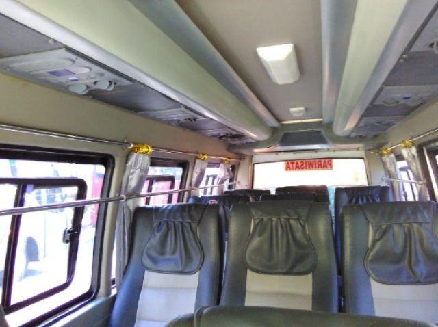 Interior Elf Pariwisata Seat 11