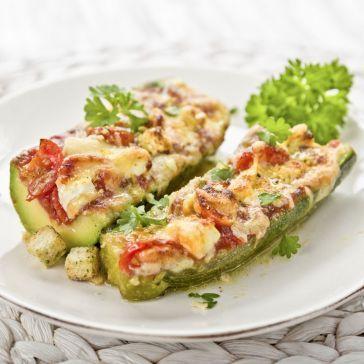 Cukinia zapiekana z mięsem, warzywami i mozzarellą