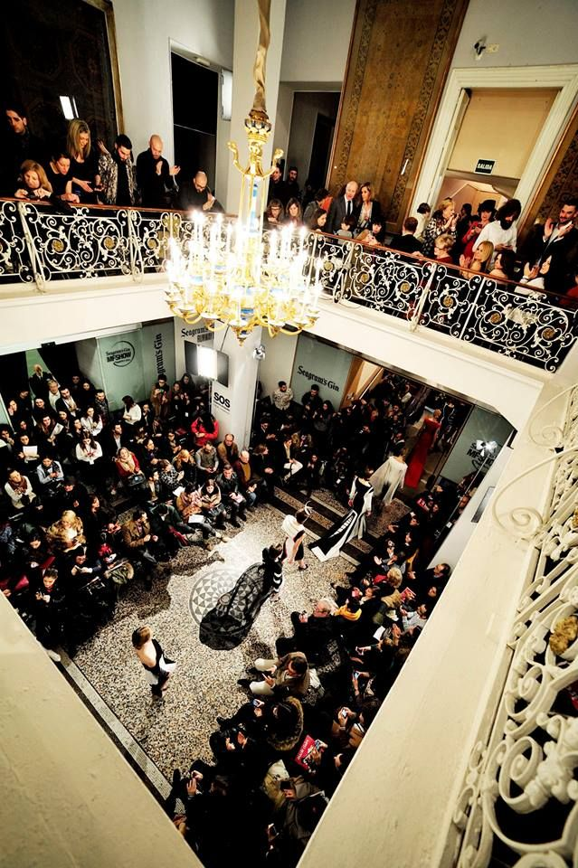 MfShowWomen / Carrousel / Nicholas&Atienza / Museo Nacional de Artes Decorativas https://www.facebook.com/moda.MFSHOW?fref=ts