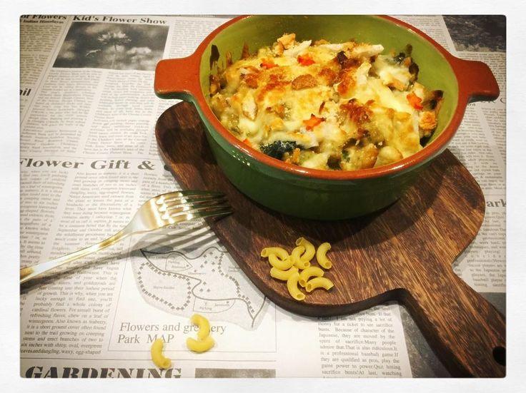 はふはふ ふぅふぅ とろーり カリカリ  ricoricoちゃんが食べるグラタンは色んな音がするね   ほうれん草とブロッコリーたっぷり  グリーンのホワイトクリーム    #foodpic #グラタン #cheese #チーズ #yummy #おしゃれさんと繋がりたい #おうちカフェ#カフェごはん #kitchen #oven #dinner #アンティーク#おうちカフェ#カフェ #キナリノ #ママリ #笑顔 #コドモノ #暮らし #こどもごはん