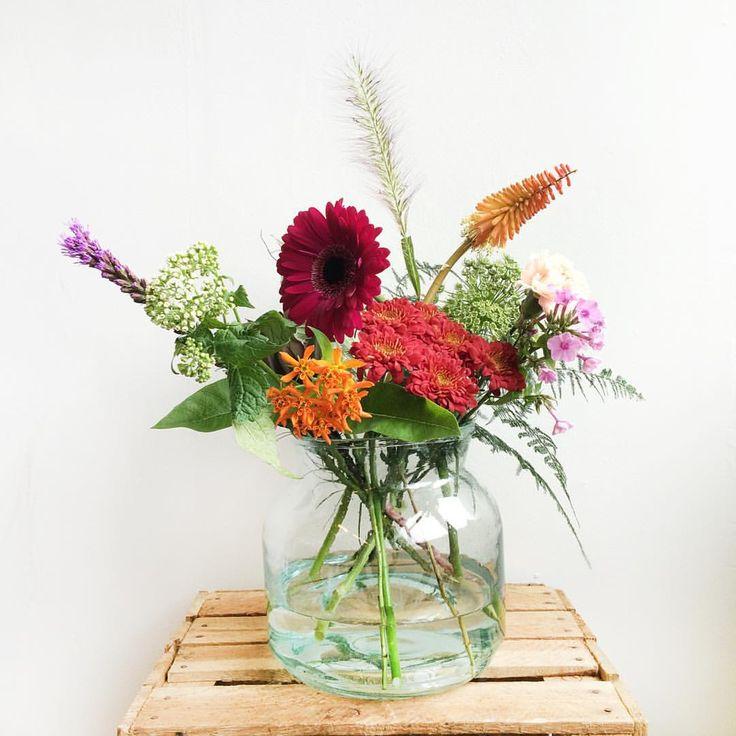 Happiness is homemade! Met dit regenachtige weer kan je huis wel wat vrolijkheid gebruiken. De bos van deze week geeft een nazomers Indian Summer-gevoel. Op de foto zie je de bos in small formaat. Geniet van het weekend! #flowers #indiansummer