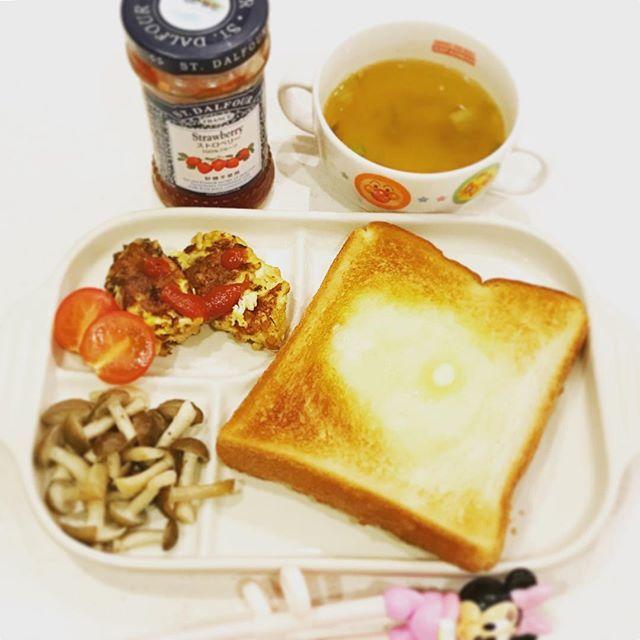 2016/11/14 06:20:52 yo_shi_bon #トースト #バルミューダ #バルミューダトースター #balmuda #納豆オムレツ #白菜スープ #幼児食 #2歳 #2歳6ヶ月 #朝ごはん #朝食 #今日の朝食 #こどもごはん #いただきます #kids #kidsfood #kidsmeal #kidsbreakfast #breakfast #japonais #japanese #japanesefood #japanesebreakfast #ムスメシ #ムスメ #ニコニコ
