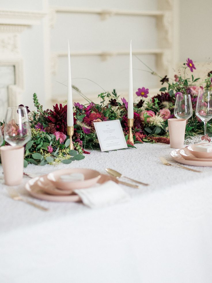 See the beautiful pink luxe table decor for winter weddings created by Kate Cullen for the Fine Art Wedding Boutique! With blush ceramics, stunning florals and set at the elegant Twyning Park!
