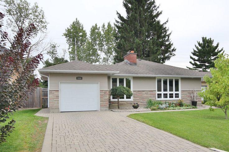 2086 Killarney Drive, beautifully updated backsplit home w/ over 2400 Square feet of space! #Ottawa #ottawarealestate