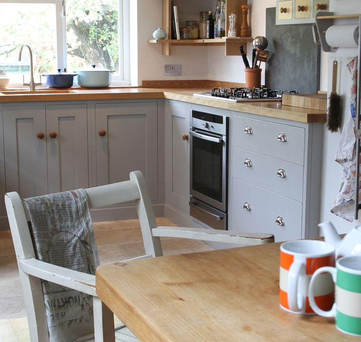 Sustainable Kitchens - Victorian Terrace.This small stylish oak Shaker kitchen was designed to best utilise the kitchen space in this charming family home in Bristol's Bohemian and friendly community of St Andrews without looking overcrowded.